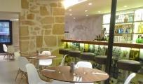 <p>Lettrage en arrière plan au café Benedict</p>