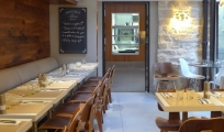<p>Ardoise menu peinte par Terre d&#039;Alizés</p>