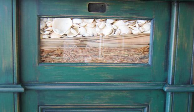 Inscrustations à l'argile avec paille et coquillages