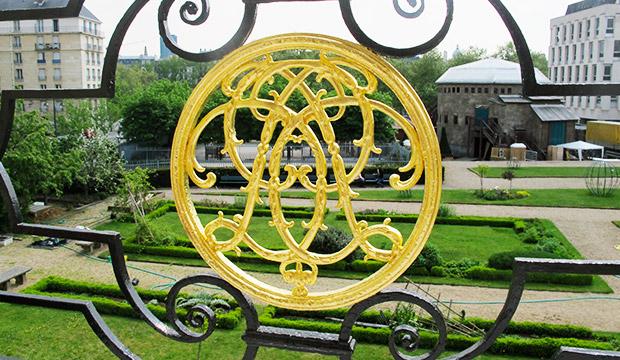 Feuille d'or - Balcon du Tribunal Administratif