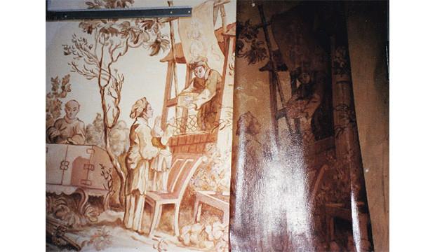 Avant/après de la toile peinte: à droite l'original, très abîmé, à gauche, la copie